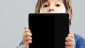 Το 50% των γονιών ελέγχουνχειροκίνητα τις συσκευές των παιδιών τους