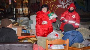 Κορoνοϊός: Ο Ελληνικός Ερυθρός Σταυρός στο πλευρό των αστέγων στο λιμάνι του Πειραιά
