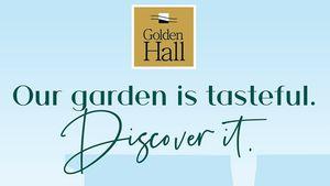 Ένας υπαίθριος κήπος με funky καντίνες στον προαύλιο χώρο του Golden Hall
