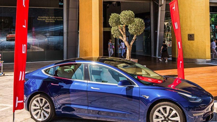 Το Golden Hall καλωσορίζει την Tesla