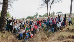 Οι εθελοντές της ΜΕΛΙΣΣΑ ΚΙΚΙΖΑΣ βοηθούν το περιβάλλον αναδασώνοντας καμένη δασική περιοχή