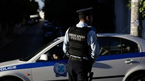 Έφοδος σε κατάστημα παράνομων τυχερών παιχνιδιών στο Νέο Κόσμο-18 συλλήψεις