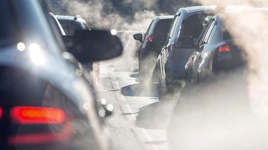 Κομισιόν: Αυστηρότερα πρότυπα εκπομπών ρύπων για όλα τα βενζινοκίνητα και ντίζελ