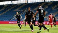 Bundesliga: To πρώτο γκολ πανηγυρίστηκε με... αγκώνες