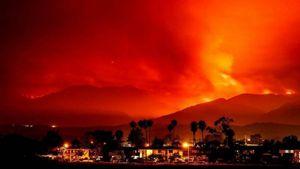 Νέο ρεκόρ καταστροφών δημιουργούν οι πυρκαγιές στην Καλιφόρνια