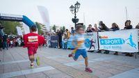 Η σκυτάλη στον Πειραιά με τα Kinder+Sport Kid's Relays