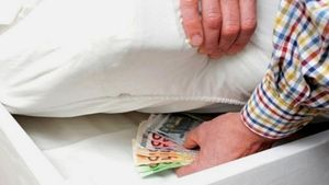"""Χρήματα """"στο στρώμα"""": Πού μας συμφέρει να τα επενδύσουμε;"""