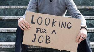 Επιβραδύνεται η μείωση της απασχόλησης