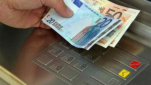 «Φωτιά» οι νέες χρεώσεις για τις αναλήψεις από ΑΤΜ