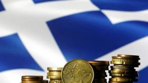 Bloomberg: Οι Έλληνες νιώθουν τον «πόνο» της επιστροφής στην κανονικότητα