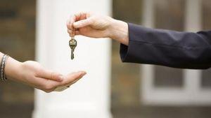 Γλιτώνεις τον πλειστηριασμό αν παραδώσεις τα...κλειδιά του σπιτιού σου στην τράπεζα