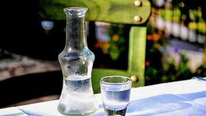 Ενισχύεται η προστασία του ούζου με νέο ευρωπαϊκό κανονισμό για τα αλκοολούχα ποτά