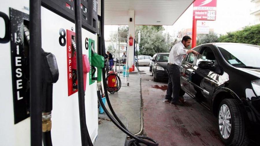 ΥΠΑΑΝ: Σε χαμηλό τετραετίας η τιμή της βενζίνης