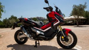 Honda: Παρουσιάζει τη νέα Honda X-ADV