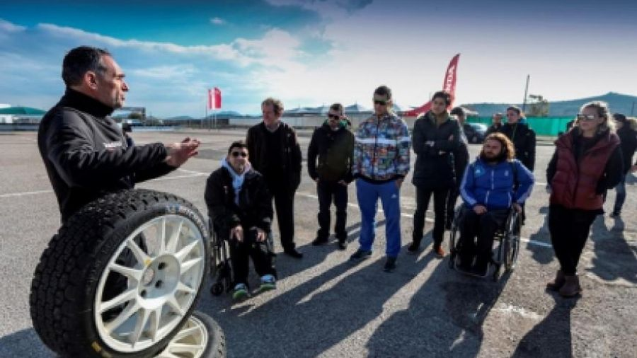 Honda: Έλληνες Ολυμπιονίκες και Παραολυμπιονίκες οδηγούν το Civic Type-R