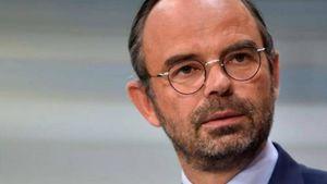 Γάλλος Πρωθυπουργός: Άκουσα την οργή του κόσμου και αναστέλλω για ένα 6μηνο τις αυξήσεις στα καύσιμα