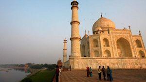 Ταζ Μαχάλ: Ισχυρή καταιγίδα κατέστρεψε δύο μιναρέδες του
