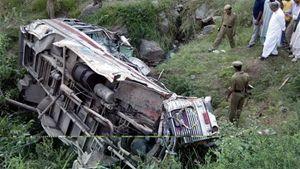 Ινδία: Πτώση λεωφορείου σε χαράδρα με 25 νεκρούς