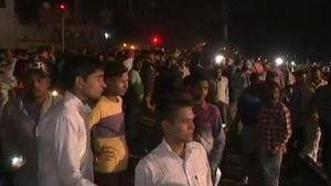 Ινδία: Τρένο έπεσε πάνω σε πλήθος-Φόβοι για τουλάχιστον 50 νεκρούς