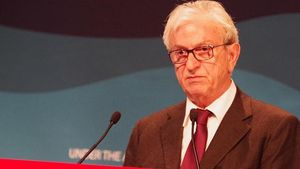 ΕΒΕΠ: Βράβευσε τον πρόεδρο της ΕΕΕ Θεόδωρο Βενιάμη