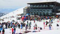 Περισσότερα από 2.000 παιδιά απόλαυσαν το χιόνι στην Παγκόσμια Ημέρα Χιονιού