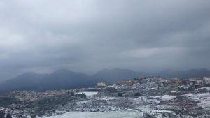 Η επέλαση του χιονιά - Λευκό τοπίο και στην Αθήνα (βίντεο)