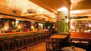 Κολωνάκι: Ελεύθερα τα μπαρ να παίζουν μουσική ως τις 3