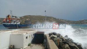 Σέριφος: Θρίλερ με το πλοίο Syros Wind - Του έσπασαν οι κάβοι