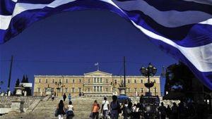 Bloomberg: Η Ελλάδα ξεμένει από χρόνο, χρήματα και φίλους