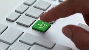 Κομισιόν: Βελτίωση της νομοθεσίας στις online αγορές για την προστασία των καταναλωτών