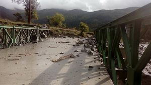 Κόνιτσα: Κατέρρευσε γέφυρα λόγω της κακοκαιρίας-Δρόμοι μετατράπηκαν σε ποτάμια