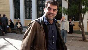 Παραδόθηκε και συνελήφθη ο δημοσιογράφος Κώστας Βαξεβάνης