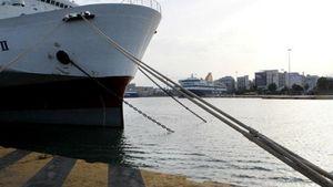 Λιμάνια: Ποια δρομολόγια εκτελούνται - Ποια πλοία παραμένουν δεμένα