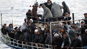 Βυθίζεται σκάφος με 300 πρόσφυγες στη Μεσόγειο