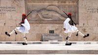 Καταθέτει στεφάνι στο μνημείο του Αγνώστου Στρατιώτη ο Ερντογάν (βίντεο)