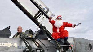 Λάρισα: Ο Άγιος Βασίλης προσγειώθηκε με... αεροσκάφος της Πολεμικής Αεροπορίας