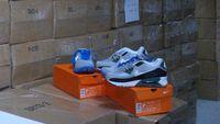 Ηλεκτρονική απάτη: Πάνω από 1300 άτομα αγόρασαν «μαϊμού» παπούτσια