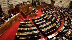 Live: Η συζήτηση στην Ολομέλεια της Βουλής για το δημογραφικό