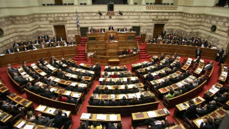 """Άνω- κάτω η Βουλή: """"Η Χούντα είναι εδώ"""" φώναζαν βουλευτές της Χ.Α. (βίντεο)"""