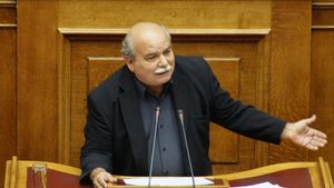 Κατατίθεται το νομοσχέδιο επαναπρόσληψης των απολυμένων
