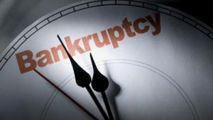 Πετζετάκις: Άλλο ένα βήμα προς τη χρεοκοπία