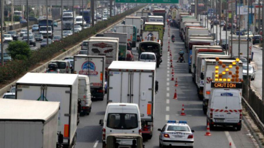 Διώχνουν τα φορτηγά από την Ελλάδα