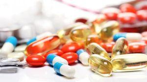 Πόλεμος Χατζηδάκη-φαρμακοποιών