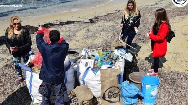 Νάξος: Μισό τόνο σκουπίδια σήκωσαν από παραλίες του νησιού