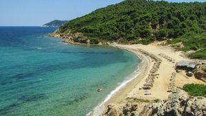 Σκιάθος: Έτοιμη για τη νέα τουριστική σεζόν- Εθελοντές καθάρισαν τις παραλίες