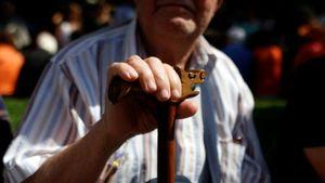 Handelsblatt: Η Ελλάδα κινδυνεύει να γίνει το γηροκομείο της Ευρώπης