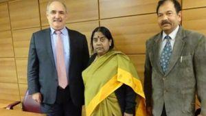 Μ. Μπόλαρης: Συναντήθηκε με την Πρέσβυ της Ινδίας