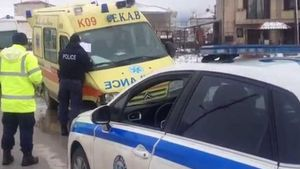 Τραγωδία στην Κέρκυρα: 8χρονη μαθήτρια παρασύρθηκε από δύο ΙΧ μπροστά στη μητέρα της