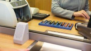 Τράπεζες: Σε ποια τμήματα θα γίνει μείωση προσωπικού