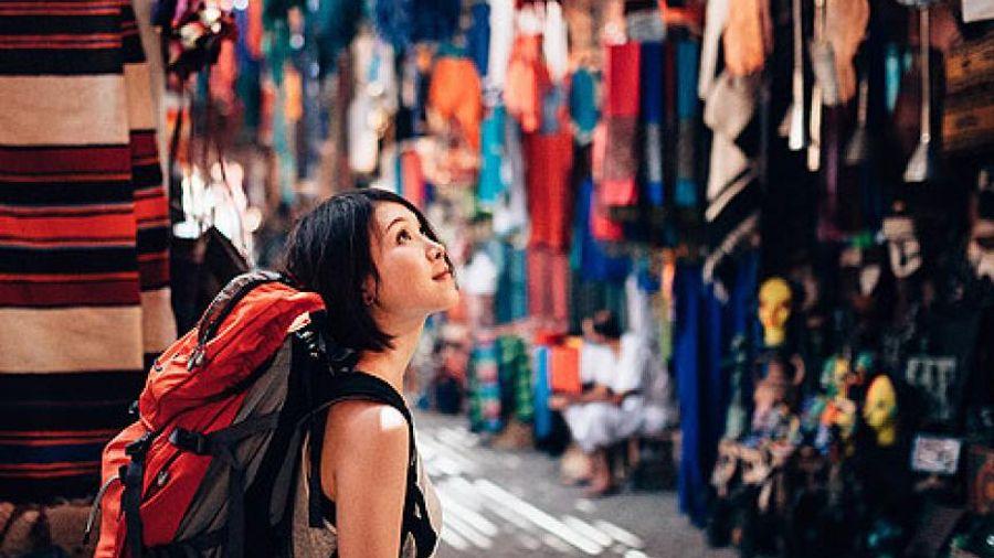 Απάντηση ΙΝΣΕΤΕ στη Συνομοσπονδία Εμπορίου: Οι επιπτώσεις του τουρισμού στο λιανεμπόριο